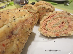 Roulé au parmesan, tomates confites et pavot